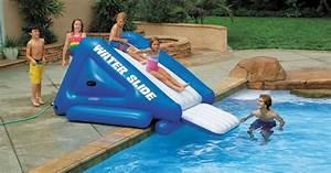 Jeux Gonflable Pour Piscine : un toboggan gonflable pour piscine ~ Dailycaller-alerts.com Idées de Décoration