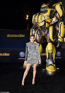 Hailee Steinfeld starts a buzz in thigh-skimming dress as ...