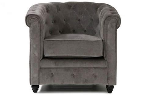 fauteuil chesterfield velours gris fauteuil chesterfield en velours gris declikdeco