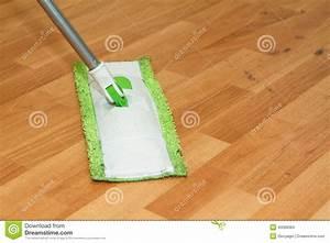 parquet de nettoyage de balai photo stock image 40088384 With lavage parquet