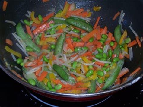 recette de cuisine au wok poulet et petits légumes au wok recette iterroir