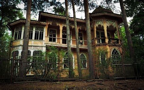 Haus Im Wald Bauen by Verlassenen Haus Im Wald Stock Foto Colourbox