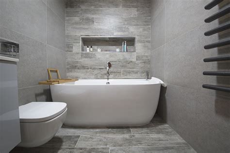Badezimmer Fliesen Holzoptik Grau by Wood Effect Bathroom Tiles And Panels Porcelain