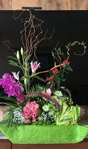 Free style arrangement with roses, oriental lily etc ...