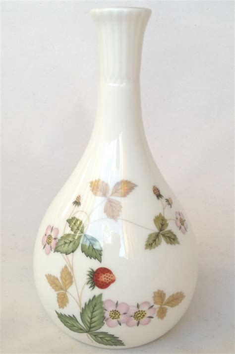 Wedgwood Strawberry Bud Vase by Nivag Collectables Wedgwood Strawberry Bud Vase