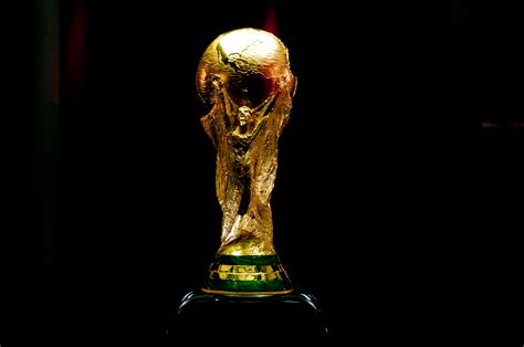 une coupe du monde   equipes la fifa  reflechit