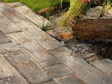 terrassenplatten in holzoptik terrassenplatten nature in bahnschwellenoptik