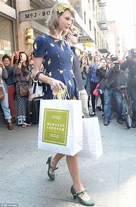 Taylor Swift brightens up New York in sunny floral ...