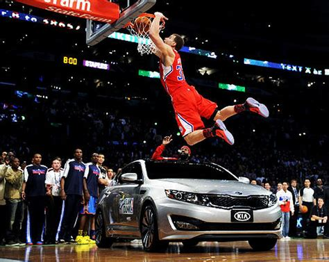 Blake Griffin jumps over a car to win 2011 NBA Slam Dunk ...