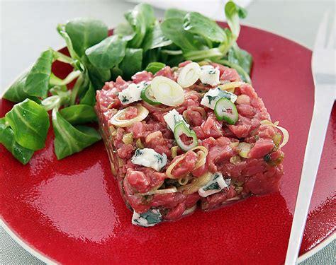 cuisiner le maigre tartare de bœuf au roquefort et oignons nouveaux