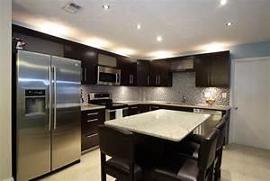 Eclairage Plafond Cuisine : eclairage plafond cuisine led dans les rangements view ~ Edinachiropracticcenter.com Idées de Décoration