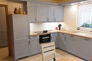 Kleine Küche Günstig Kaufen : landhaus k che blau mit spezieller holzmaserung furnierarbeitsplatte vorratsschrank ~ Bigdaddyawards.com Haus und Dekorationen