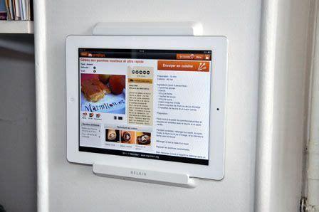 support cuisine tablette test du porte tablette pour réfrigérateur de belkin