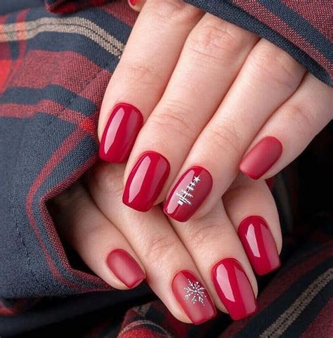 Jumper nail art, snowflakes nail art, crystals application, red chrome nails. New Year Red Nail Styles To Inspire You 2020   Christmas gel nails, Christmas nails, Short ...