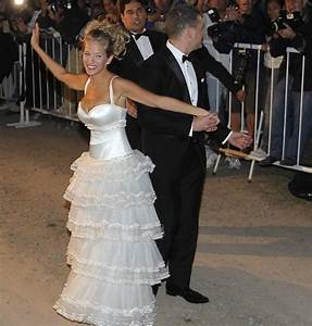 Top 10 Worst Celebrity Wedding Dresses Ever!