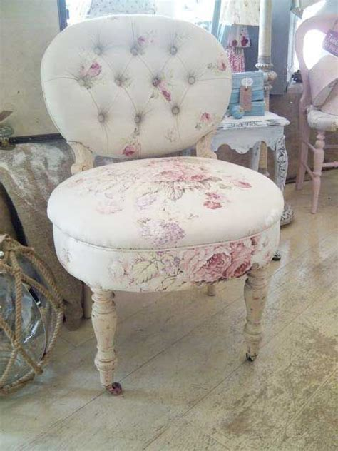 Shabby Chic Vanity Stool by 25 Best Ideas About Shabby Chic Vanity On