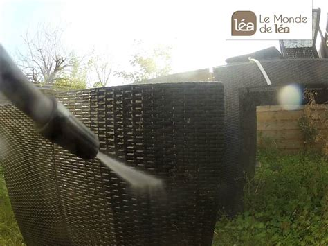 Comment nettoyer son salon de jardin en ru00e9sine tressu00e9e ? - YouTube