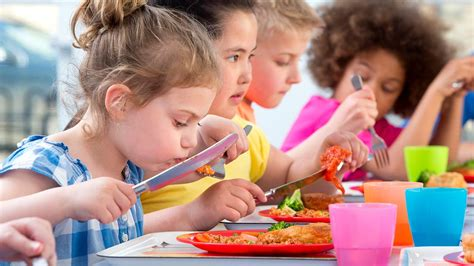 Help Your Kids Eat a Healthy School Lunch - Consumer Reports