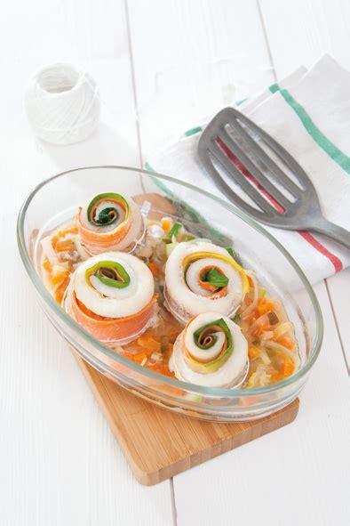 cuisiner le merlan roulés poireau carotte au merlan savoir cuisiner fr