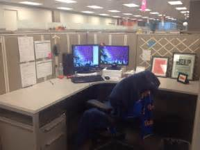 Image of: Christma Cubicle Decoration The Benefit Of Adding Some Cubicle Décor On Your Cubicle Workstation