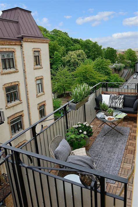 Simple Northern Balcony Design Ideas For Small Spaces