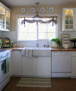 like the window treatment over the sink