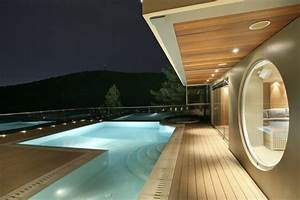 Very Stylish Futuristic House Reminding Of A Spaceship ...