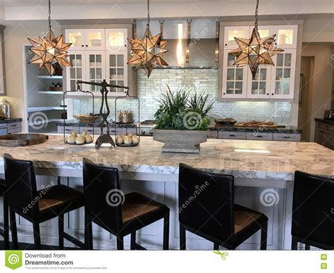 cuisine moderne avec bar beautiful modern kitchen stock photo image of countertop