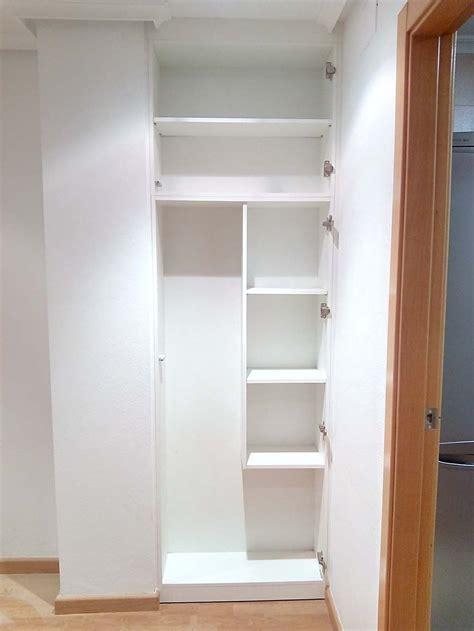 armario empotrado de pasillo blanco