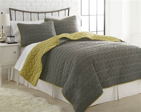 Bedroom Decor With Quilts