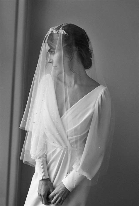 Lumiere Fingertip Veil With Pearls Tania Maras