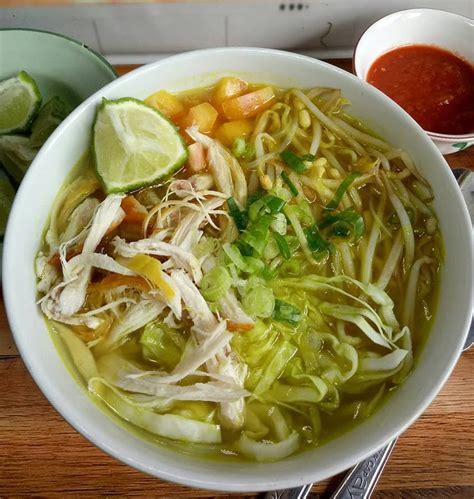 Bicara soal resep soto ayam sebenarnya sangatlah sederhana, selain itu bahan dan alat yang digunakan mudah ditemukan disekitar kita. Resep Soto Ayam Enak dan Mudah, Cukup 4 Langkah!