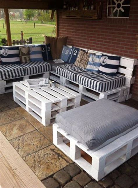 Turn old pallets into patio furniture   DIY projects for