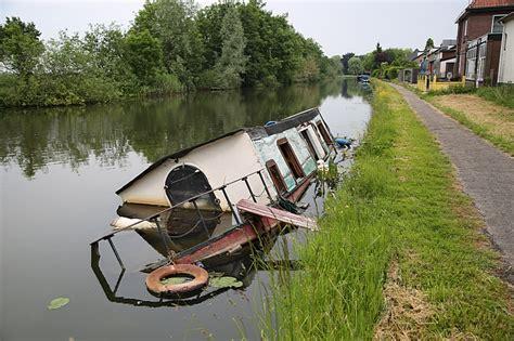 Woonboot Gezonken Woerden by Gezonken Woonboot Nog In Water Woerden Tv