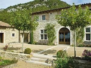 Un Mas En Provence : un mas sauv des ruines elle d coration terrasse cour ~ Farleysfitness.com Idées de Décoration