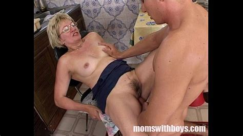 mature stepmom serving pussy in breakfast to her stepson xvideos