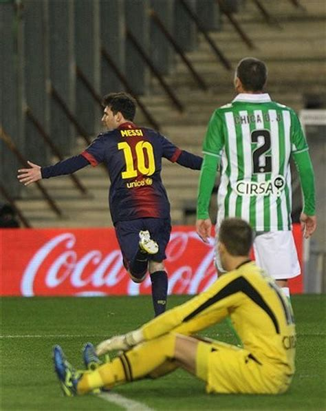 Lionel Messi breaks 40-year record with 86th goal of 2012 ...