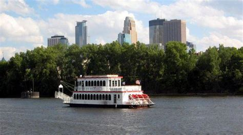 Minneapolis Boat Cruise by Minneapolis Queen Authentic Paddlewheeler Cruises Meet
