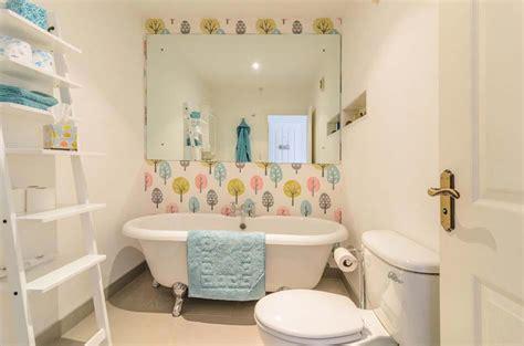 papier peint salle de bain design papier peint salle de bain offrant la possibilit 233 de personnaliser 224 volont 233 notre d 233 co design