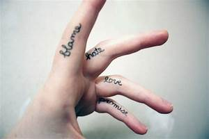 Tatouage Sur Le Doigt : 1001 id es pour un tatouage doigt du style minimaliste ~ Melissatoandfro.com Idées de Décoration