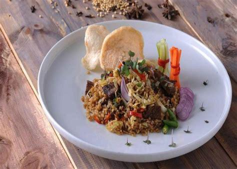 Agar tidak bosan, daging kambing juga bisa diolah menjadi bahan baku aneka masakan nasi berbumbu. 5 Resep Nasi Kebuli Asli Timur Tengah yang Telah Lama ...