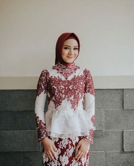 model hijab wisuda terbaru  tutorial hijab terbaru
