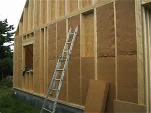 Epaisseur Mur Ossature Bois : pose de l 39 isolant en laine de bois dans l 39 ossature ~ Melissatoandfro.com Idées de Décoration