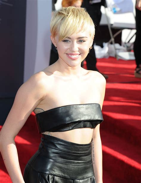 Miley Cyrus – 2014 MTV Video Music Awards in Inglewood ...