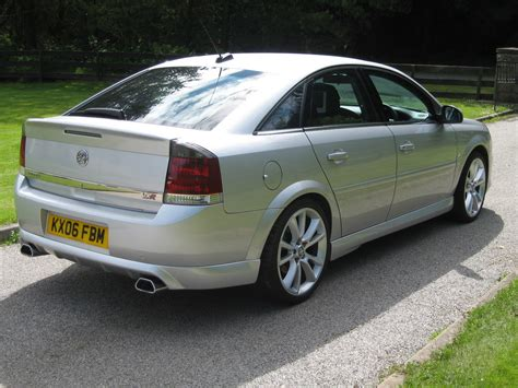 2004 Vauxhall Vectra Photos, Informations, Articles