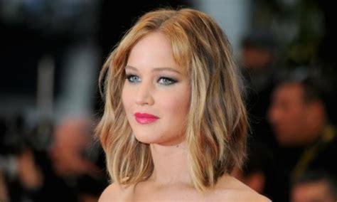 le carre mi long une coiffure pratique  feminine en