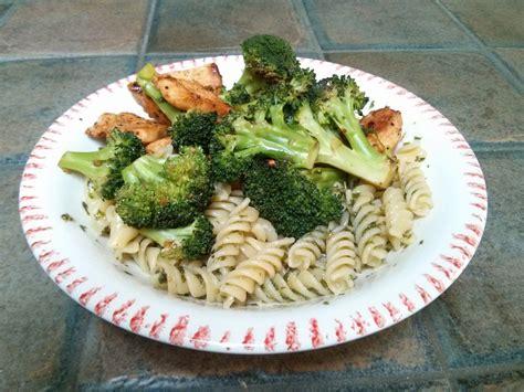 p 226 tes au pesto poulet et broccoli on s en food