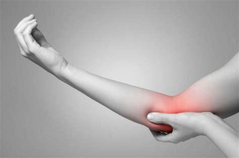 dolore interno braccio sinistro dolore al gomito le possibili cause