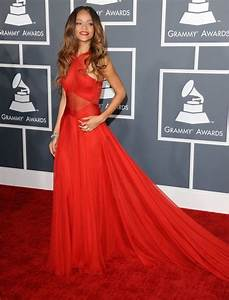rihanna sublime au grammy awards 2013 consultez l39article With rihanna robe rouge