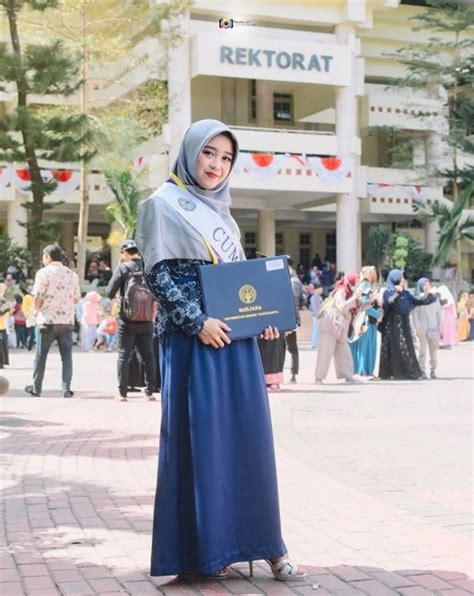 model hijab wisuda menutupi dada syari  islami